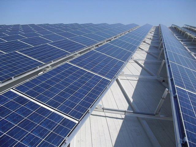 Instalar placas solares en los tejados de madrid podr a for Tejados solares