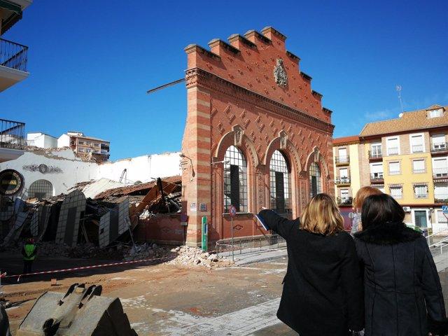 Visita de Ángeles Isac al Mercado de Abastos