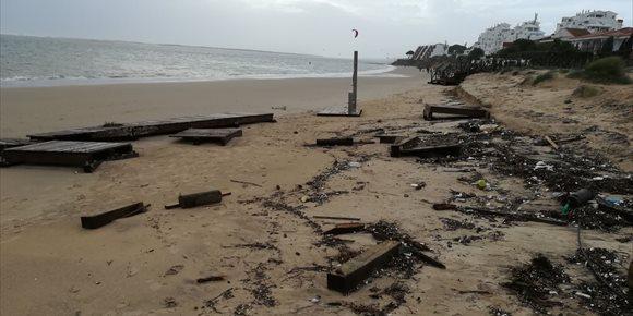 1. Los ayuntamientos de Cartaya y Punta Umbría (Huelva) abordan con Costas este martes la problemática del litoral