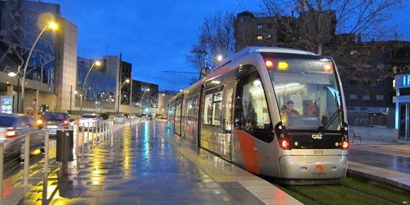 10. El Ayuntamiento decreta unos servicios mínimos del 50% ante la posible huelga de conductores del tranvía
