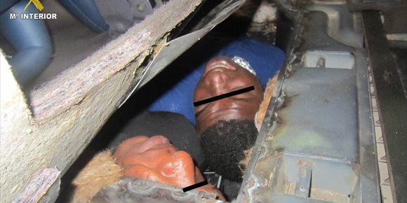 1. Descubren en Melilla a dos inmigrantes en un doble fondo de un vehículo en la frontera con Marruecos