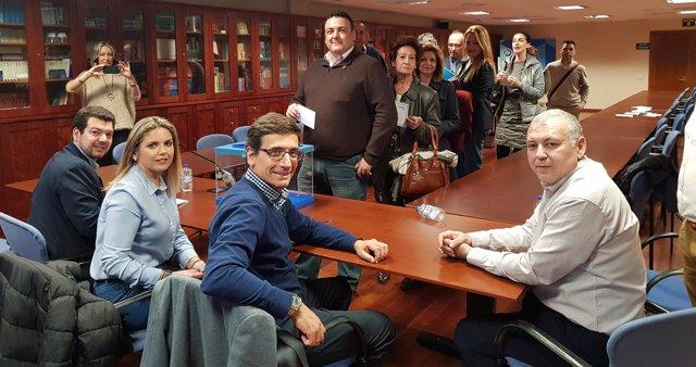Prensa Pp Regional. L(Np) Löpez Miras Obtiene El 90,91% De Los Votos Y Garre Izq