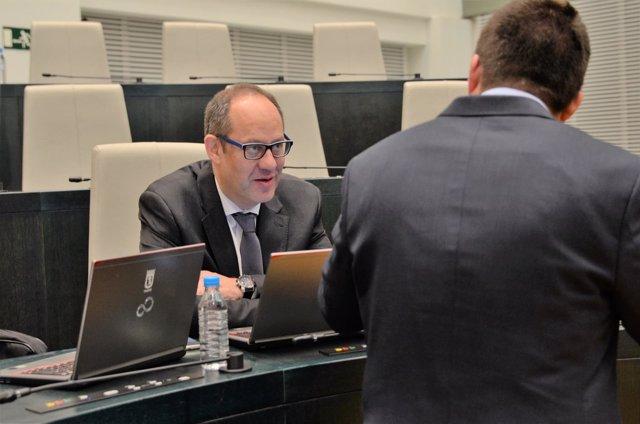 Ramón Silva Buenadicha asiste al pleno de ayuntamiento de Madrid