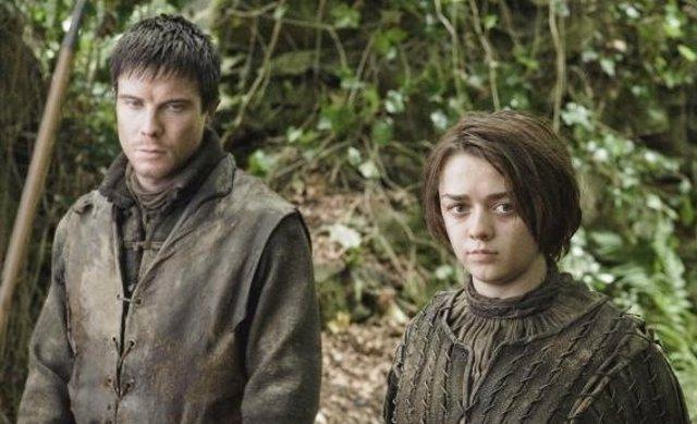 Arya Stark y Gendry en Juego de Tronos