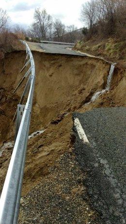 Carretera cortada por hundimiento del firme. 13-03-18.