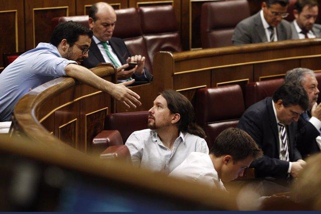 Garzón y Pablo Iglesias en el debate de investidura en el Congreso