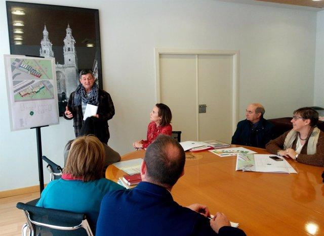 Momento de la reunión sobre el proyecto de ludoteca en Valdegastea