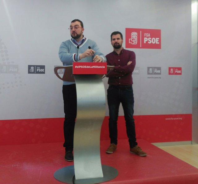 Adrián Barbón en rueda de prensa junto a Luis Tudanca.