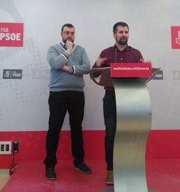 Adrián Barbón junto a Luis Tudanca.