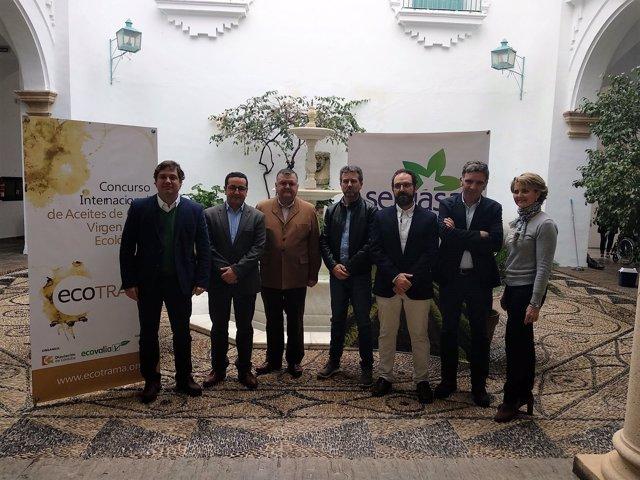 Sánchez (centro), en la presentación de Ecotrama 2018