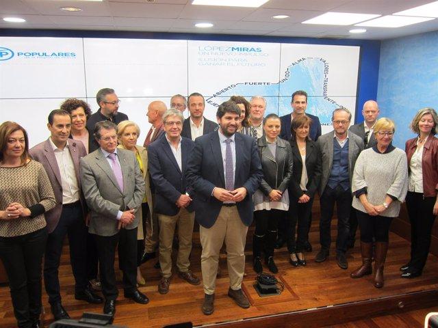 López Miras Posa En El Centro, Con Reponsables Del PP Regional