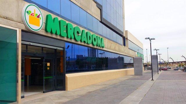 Imagen del nuevo Mercadona abierto en junto a las Torres JMC y el Hotel Novotel