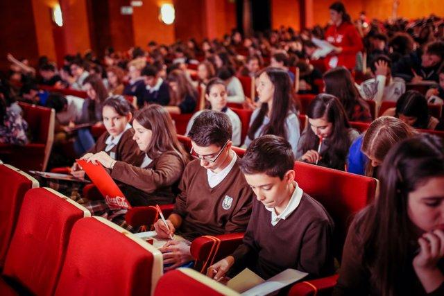 Cientos De Jóvenes Catalanes Mostrarán Sus Dotes Literarias En Una Prueba Escrit