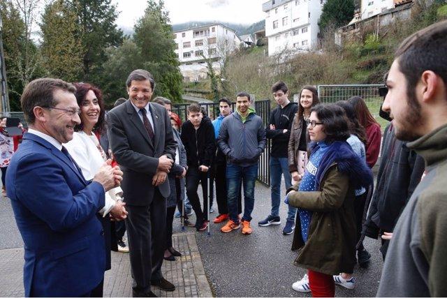 El presidente del Gobierno asturiano, el socialista Javier Fernández, en Ibias