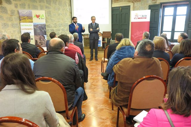 Cabrera Y El Delegado De La Junta Presenta El Proyecto 13-3-208