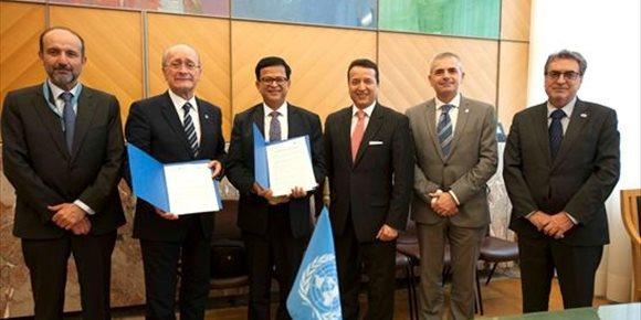 8. De la Torre firma el convenio para crear el Centro Internacional de Formación de Autoridades y Líderes en Málaga