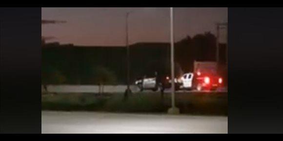 10. Graban a policías mexicanos jugando a hacer carreras con el coche patrulla