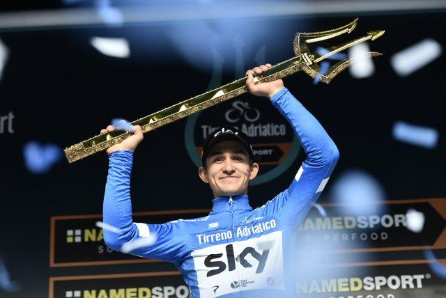Kwiatkowski con el tridente de ganador de la Tirreno-Adriático