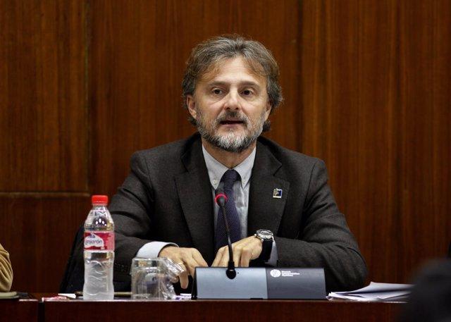 El consejero andaluz de Medio Ambiente, José Fiscal, en comisión parlamentaria