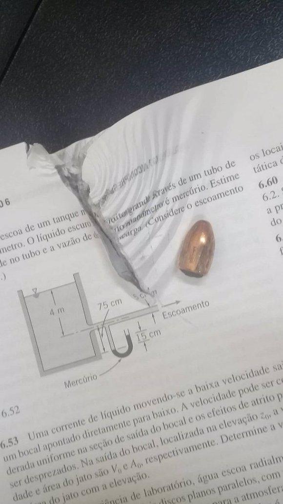 Libro detiene bala