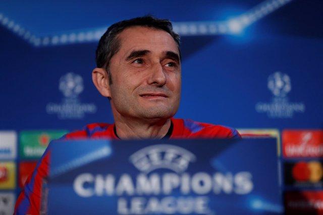 Ernesto Valverde entrenador del FC Barcelona en la rueda de prensa