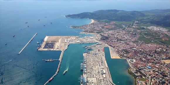 3. El puerto de Algeciras fue el segundo del mundo que más creció en conectividad marítima en la recta final de 2017