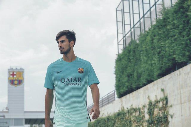 André Gomes, con la tercera equipación del FC Barcelona
