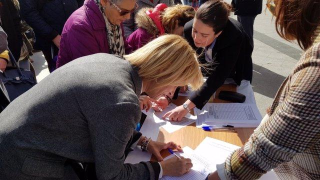 La diputada María José García-Pelayo firma una petición por prisión permanente