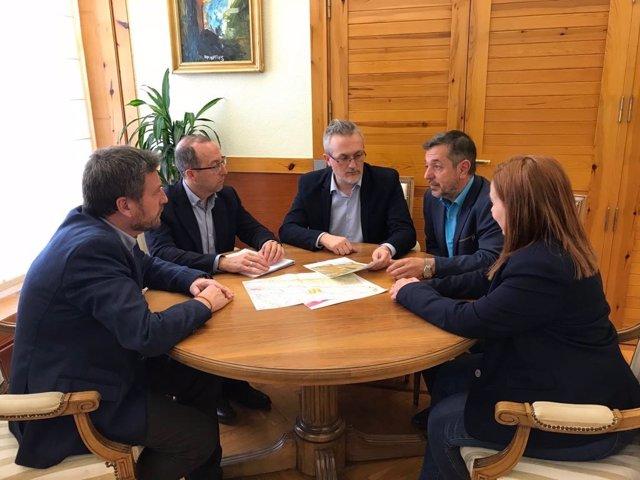 Reunión del consejero autonómico Soro con representantes de Jaca y Sabiñánigo.