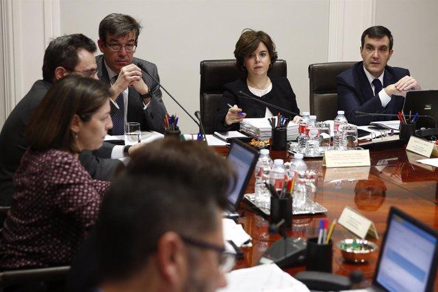 Soraya Sáenz de Santamaría preside la reunión de Secretarios y Subsecretarios