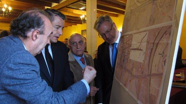 Antonio Sanz con Juan José Primo Jurado y Rodrigo Vázquez en el acto con Apreama