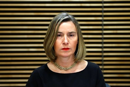 """Mogherini defiende """"acompañar"""" cambios en Cuba con el fin del mandato de Castro pese a las """"diferencias"""""""