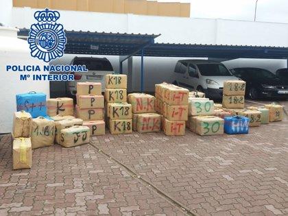 Intervenidos 2.500 kilos de hachís en una playa de La Línea en una operación con un detenido