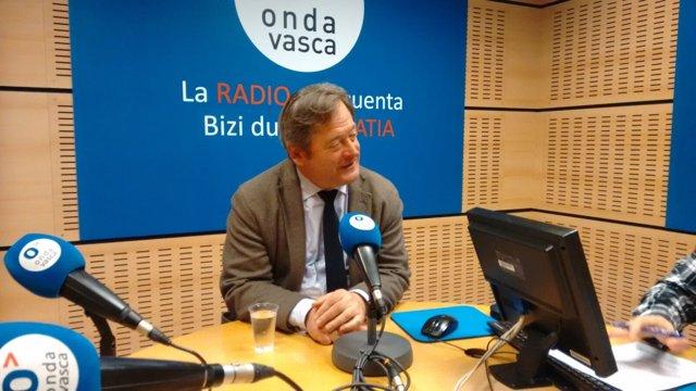 Bingen Zupiria durante la entrevista en Onda Vasca