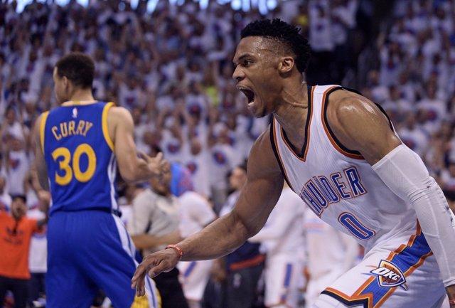 Westbrook y Curry en el Oklahoma City Thunder - Golden State Warriors