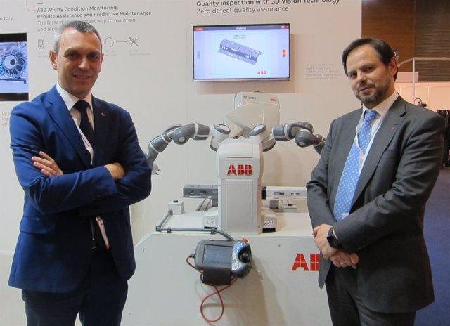 El director de Robótica de ABB España S.Martin junto a J.Bachiller
