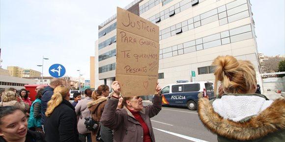 2. Ana Julia Quezada ya declara ante el juez con sus abogados y el Ministerio Fiscal