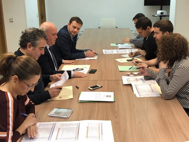 Imagen de la reunión de la comisión que ha decidido el destino del dinero