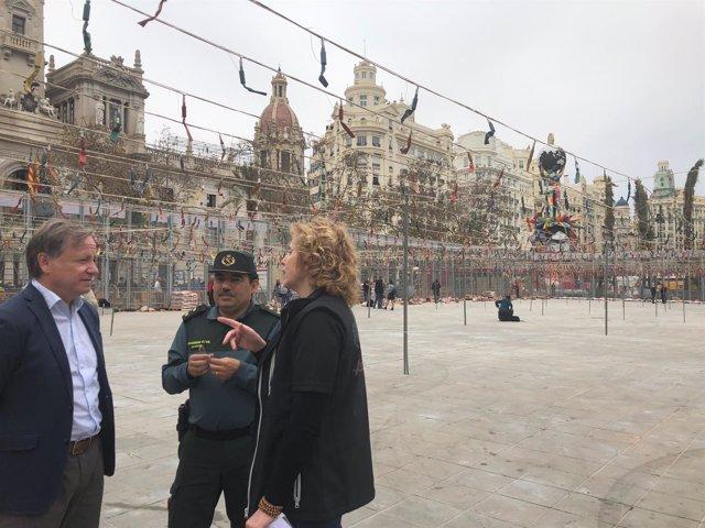 Juan Carlso Moragues en la visita de seguridad a la mascletà