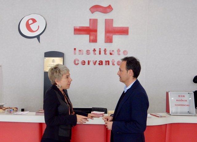 Javier Celdrán e Inmaculada González Puy, en el Instituto Cervantes en Pekín