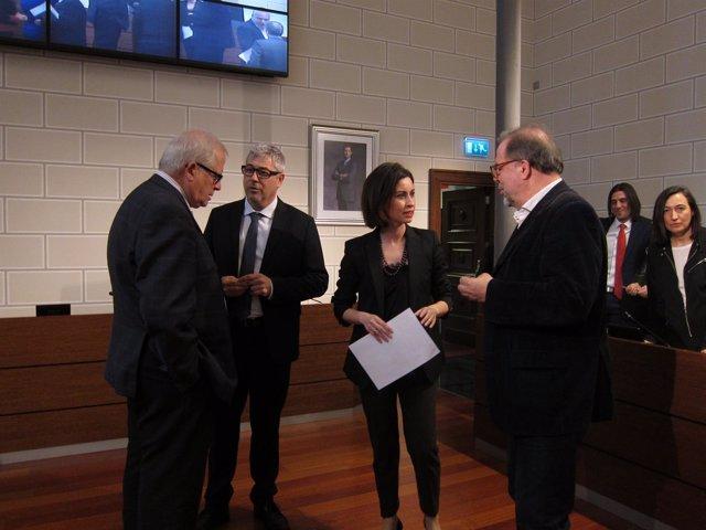 Llanas, Artajona, Ladrero y Fuster hablando antes del pleno de la DPZ