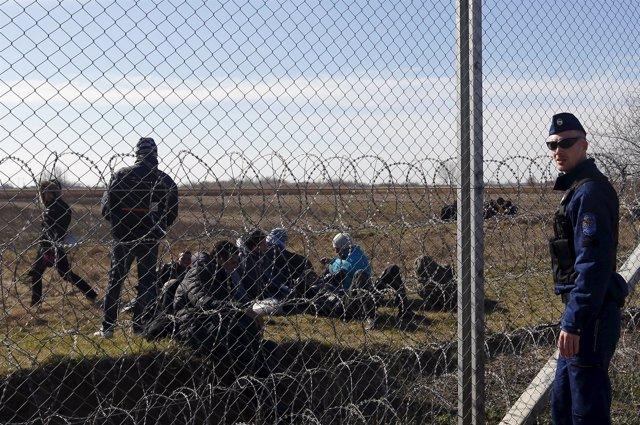 Migrantes en la frontera de Hungría con Serbia