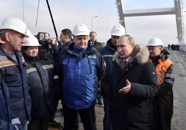 Vladimir Putin visita Crimea