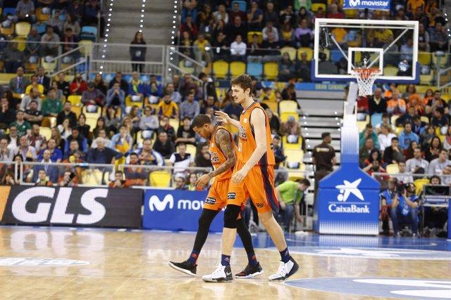 Los jugadores de baloncesto Erick Green y Tibor Pleiss, del Valencia Basket