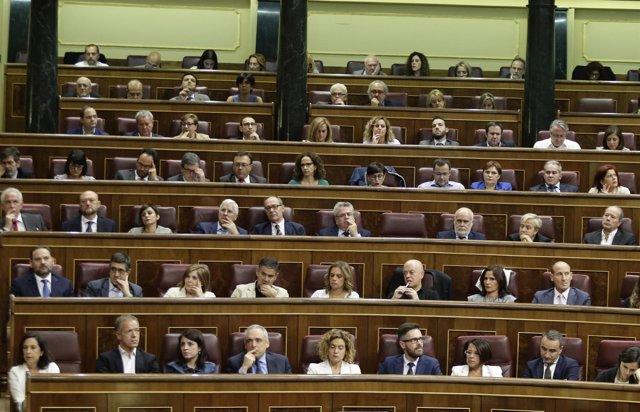 Margarita Robles y diputados del PSOE