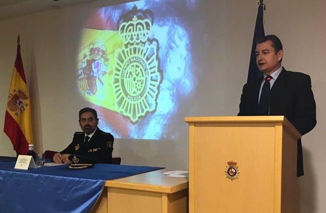 El jefe superior de Policía de Andalucía Oriental, Jesús Redondo, y Antonio Sanz