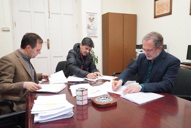 Firma de contratos de obras Puente Mayor y Barrio de Girón. 14-3-2018