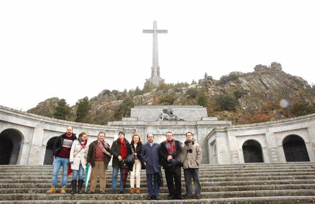 Una delegación de la Ejecutiva del PSOE se desplaza al Valle de los Caídos
