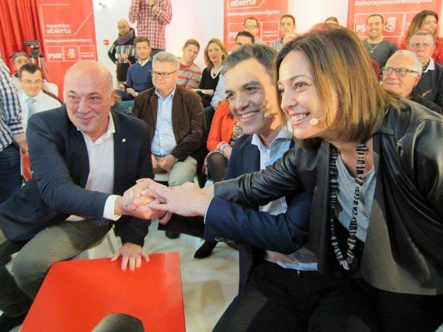Sánchez, entre Ruiz y Ambrosio en el acto del PSOE en Córdoba