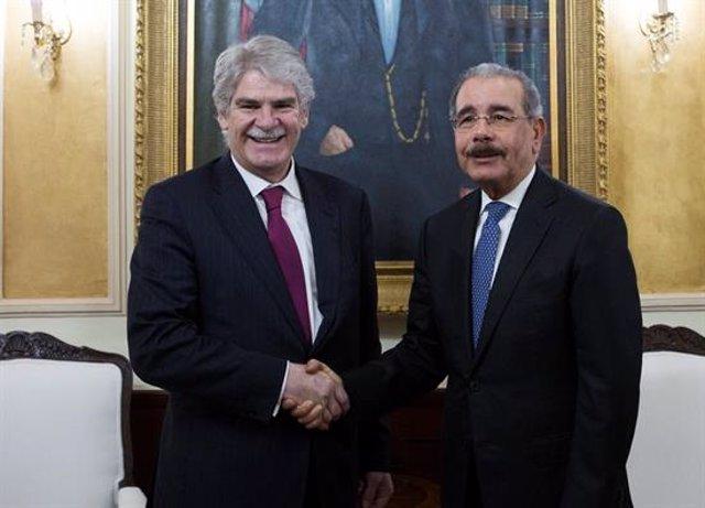 Alfonso Dastis y Danilo Medina, presidente de República Dominicana